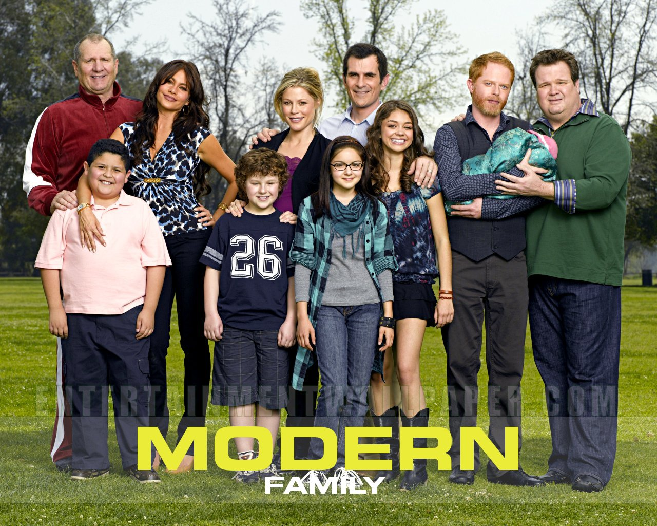 Television it does a writer good for Modern family wallpaper